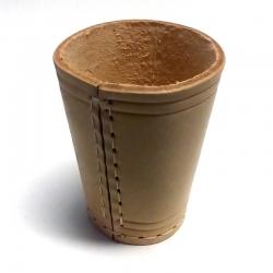 Přírodní kožený kelímek na kostky