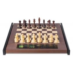 Šachový počítač Revelation II s figurami Royal se závažím